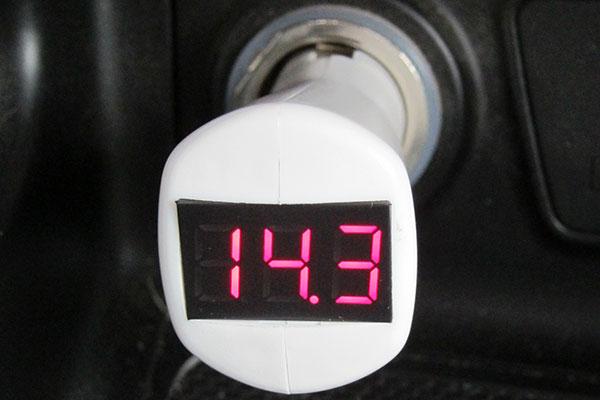 Индикатор напряжения ИН-12П для автомобильного прикуривателя (белый корпус)